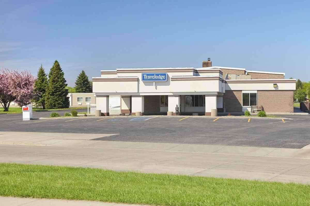 Ultimate List of Best Cheap Hostels for Backpackers in Grand Forks City, North Dakota, Travelodge Grand Forks
