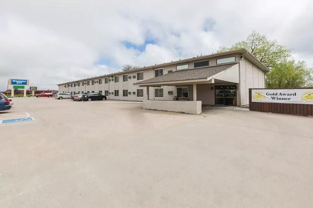 Ultimate List of Best Cheap Hostels for Backpackers in Grand Island City, Nebraska, Rodeway Inn