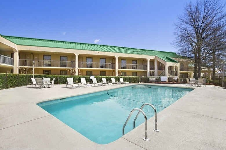 Ultimate List of Best Cheap Hostels for Backpackers in Greensboro, North Carolina, Howard Johnson Greensboro