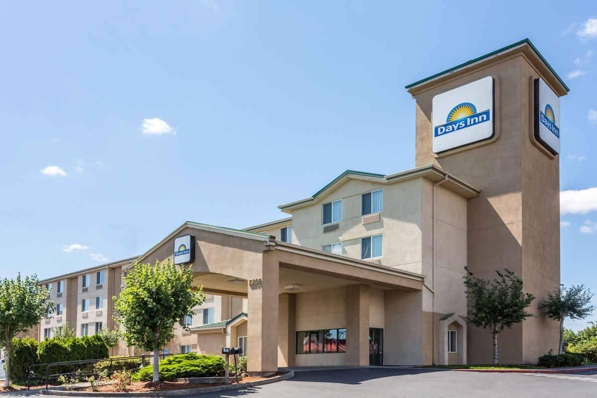 Ultimate List of Best Cheap Hostels for Backpackers in Gresham, Oregon, Days Inn Portland-Gresham