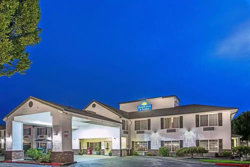 Ultimate List of Best Cheap Hostels for Backpackers in Gresham, Oregon, Days Inn & Suites Gresham