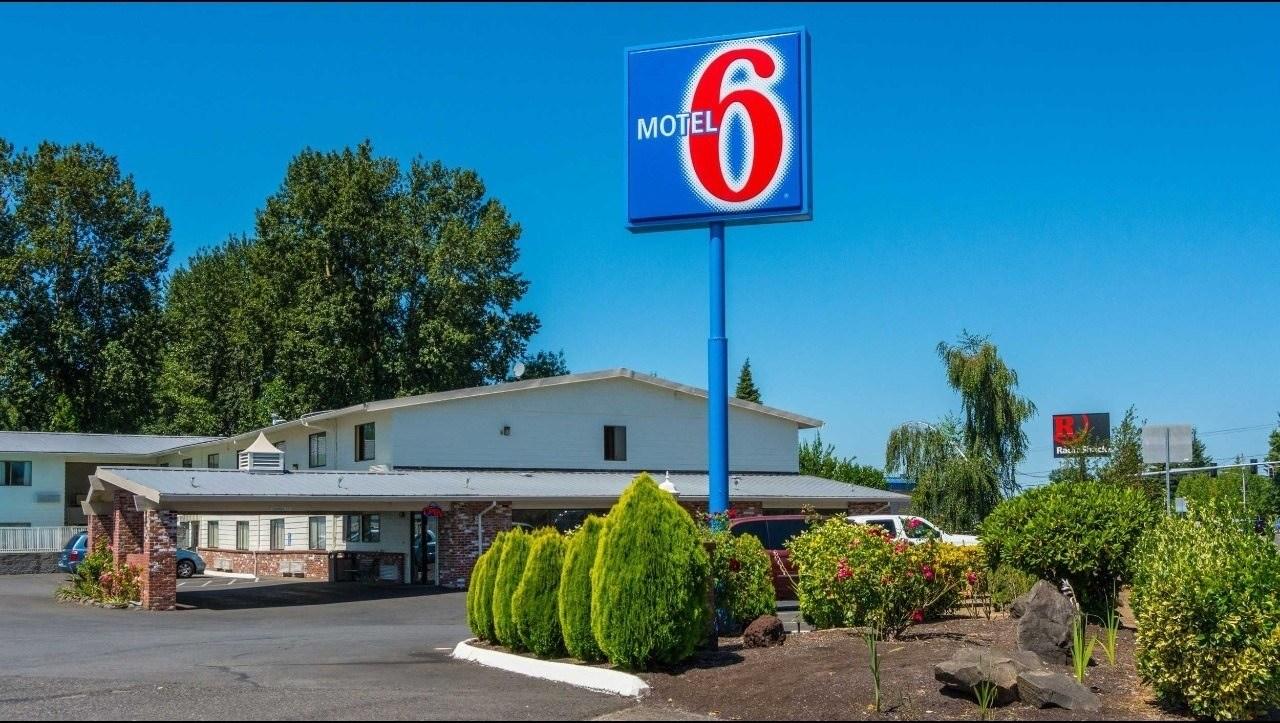 Ultimate List of Best Cheap Hostels for Backpackers in Gresham, Oregon, Motel 6 Gresham City Center