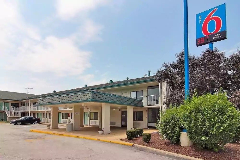 Ultimate List of Best Cheap Hostels for Backpackers in Hammond, Indiana, Motel 6 Hammond - Chicago Area