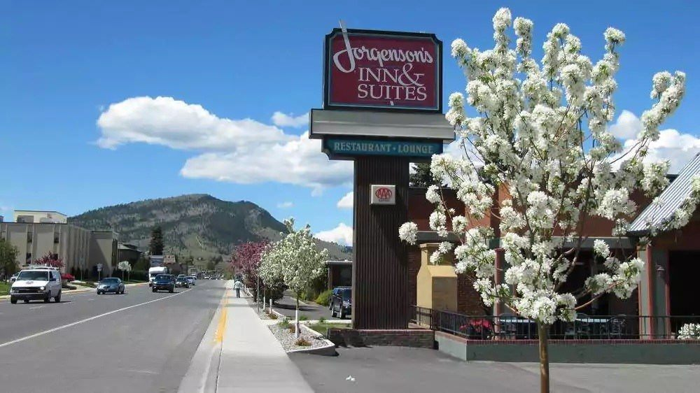 Ultimate List of Best Cheap Hostels for Backpackers in Helena city, Montana, Jorgenson's Inn & Suites