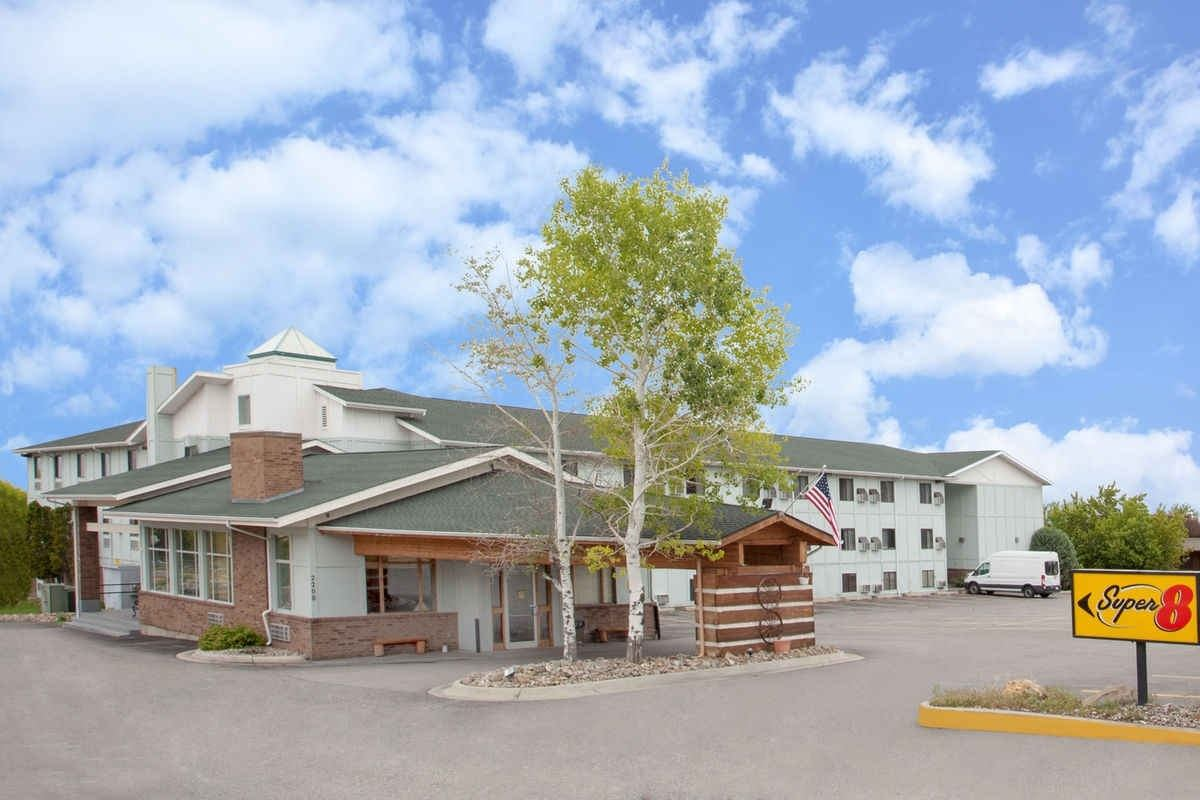 Ultimate List of Best Cheap Hostels for Backpackers in Helena city, Montana, Super 8 Helena