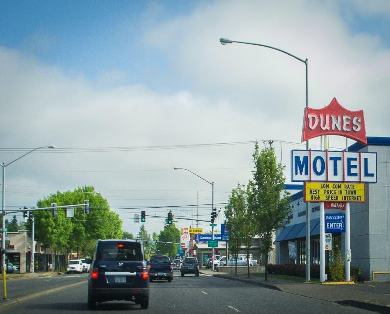Ultimate List of Best Cheap Hostels for Backpackers in Hillsboro, Oregon, Dunes Motel Hillsboro