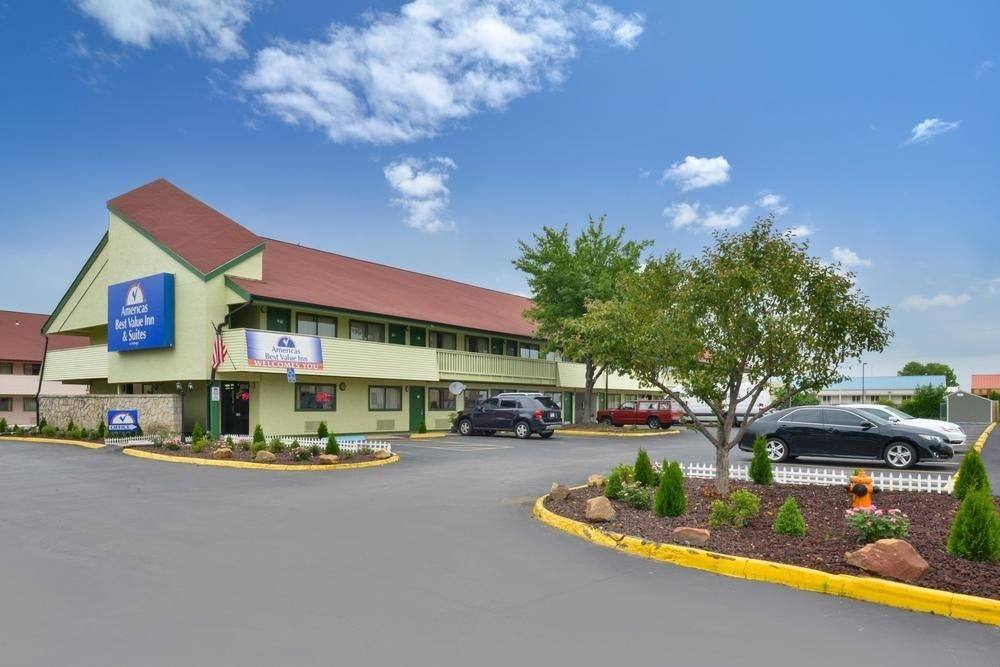 Ultimate List of Best Cheap Hostels for Backpackers in Independence City, Missouri, Americas Best Value Inn Kansas City East Independence