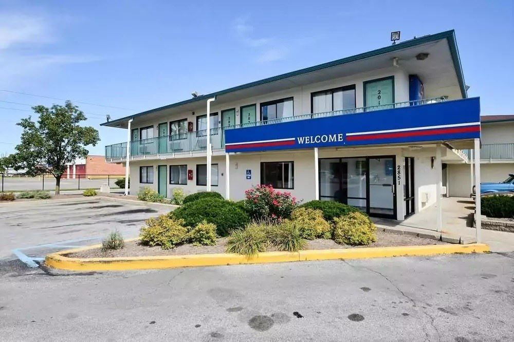 Ultimate List of Best Cheap Hostels for Backpackers in Indianapolis, Indiana, Motel 6 Indianapolis East