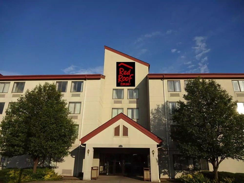 Ultimate List of Best Cheap Hostels for Backpackers in Indianapolis, Indiana, Red Roof Inn & Suites Indianapolis Airport