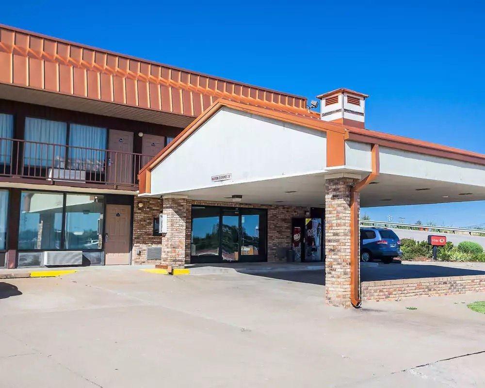 Ultimate List of Best Cheap Hostels for Backpackers in Jefferson City, Missouri, Econo Lodge Jefferson City