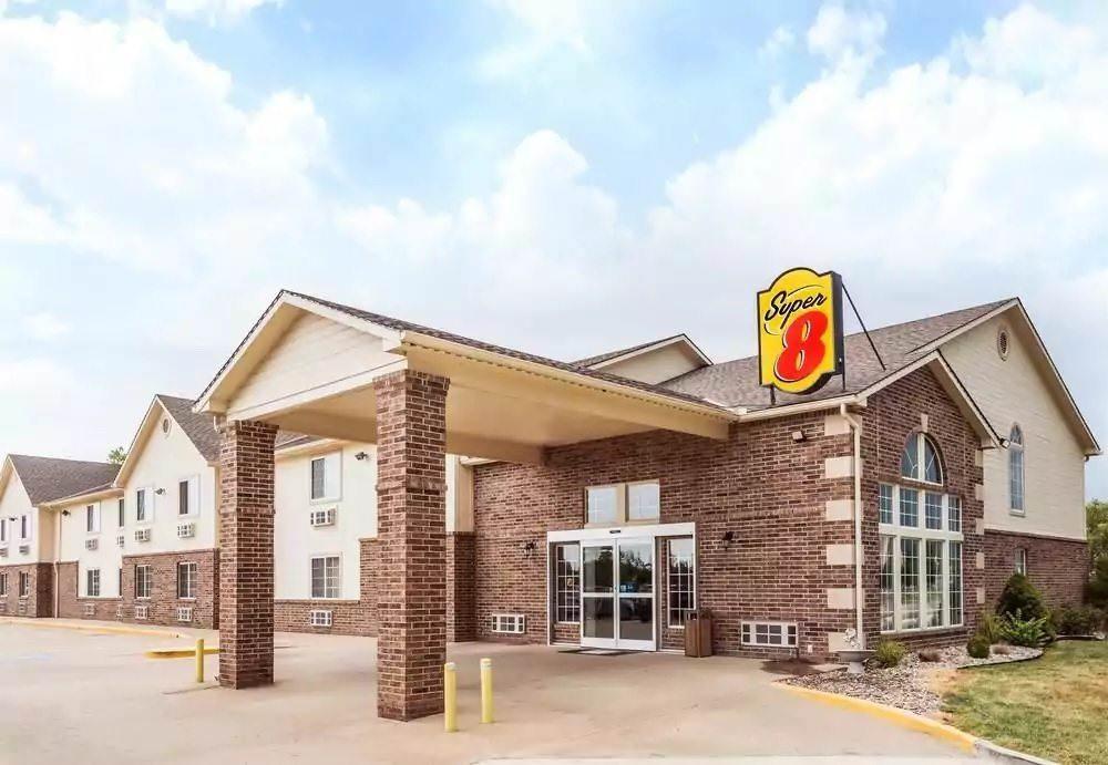 Ultimate List of Best Cheap Hostels for Backpackers in Kearney CIty, Nebraska, Super 8 Kearney