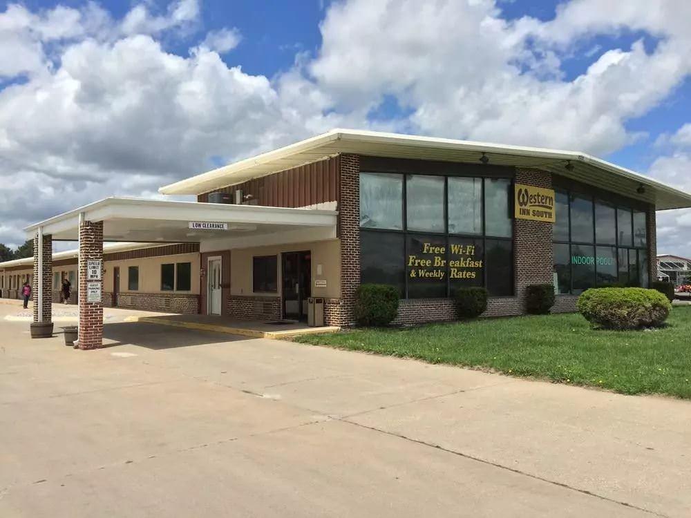 Ultimate List of Best Cheap Hostels for Backpackers in Kearney CIty, Nebraska, Western Inn South Kearney