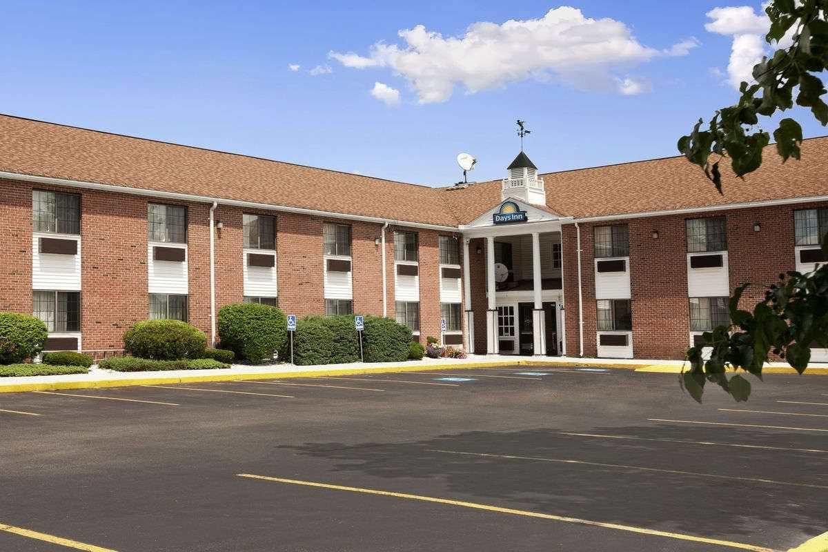 Ultimate List of Best Cheap Hostels for Backpackers in Keene City, New Hampshire, Days Inn Keene