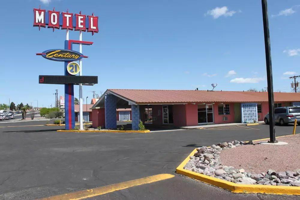 Ultimate List of Best Cheap Hostels for Backpackers in Las Cruces, New Mexico, Century 21 Motel