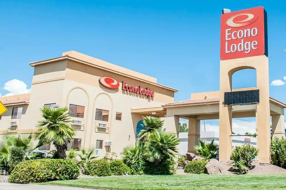 Ultimate List of Best Cheap Hostels for Backpackers in Las Cruces, New Mexico, Econo Lodge