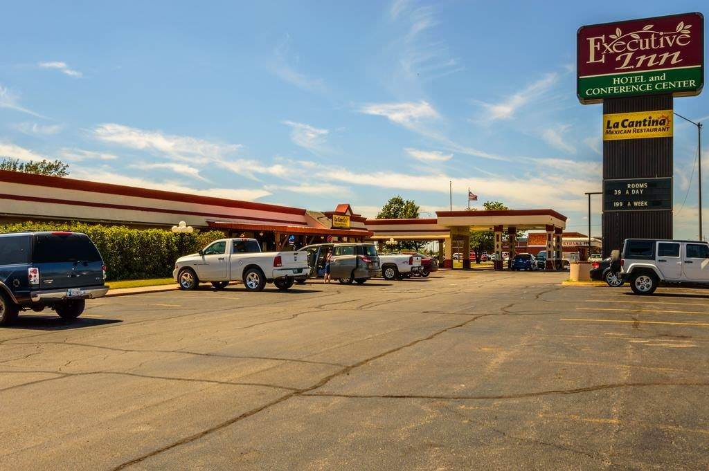 Ultimate List of Best Cheap Hostels for Backpackers in Lawton, Oklahoma, Executive Inn Hotel and Conference Center