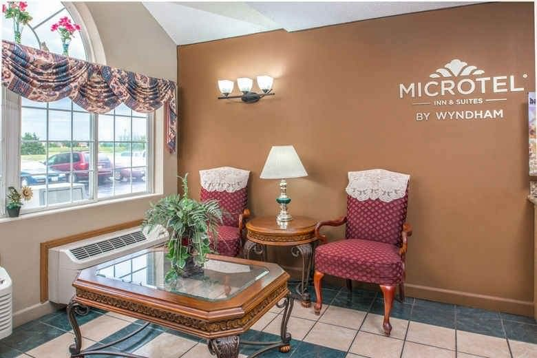 Ultimate List of Best Cheap Hostels for Backpackers in Lincoln CIty, Nebraska, Microtel Inn & Suites Lincoln