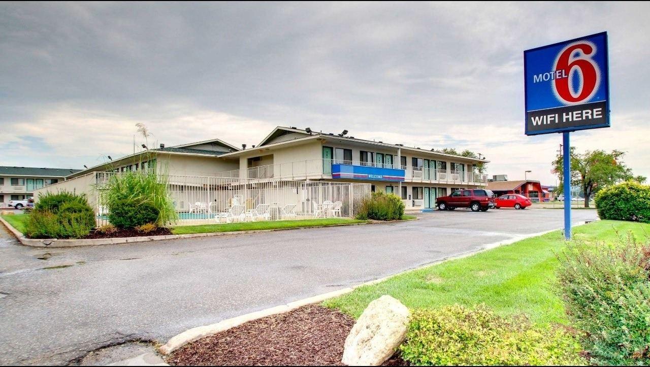 Ultimate List of Best Cheap Hostels for Backpackers in Manhattan, Kansas, Motel 6 Manhattan Kansas