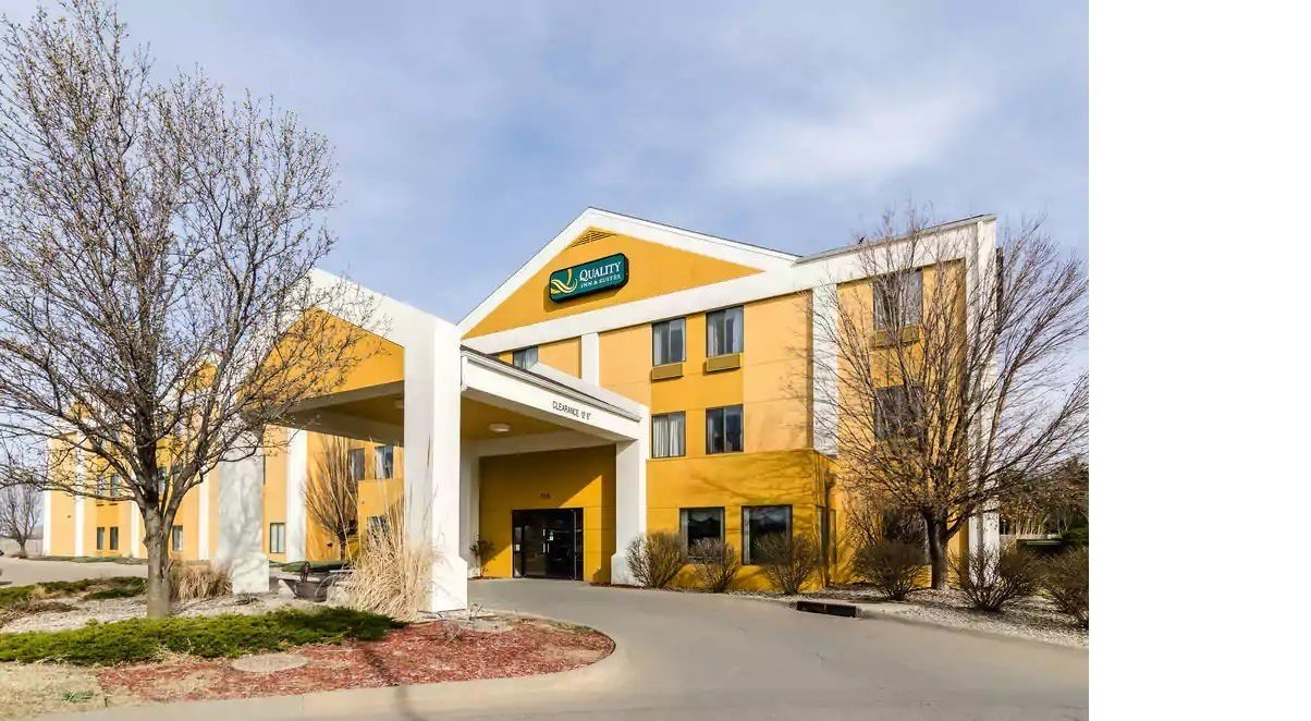 Ultimate List of Best Cheap Hostels for Backpackers in Manhattan, Kansas, Quality Inn and Suites Manhattan