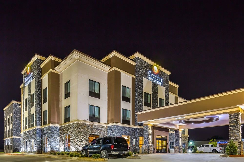 Ultimate List of Best Cheap Hostels for Backpackers in Moore, Oklahoma, Comfort Inn & Suites Moore