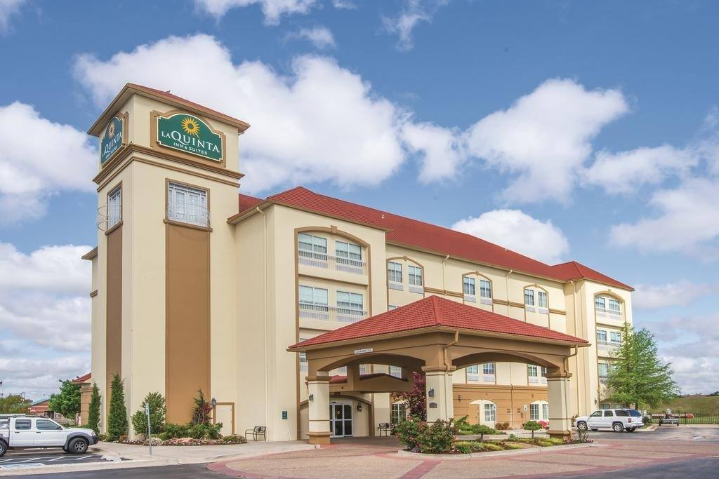 Ultimate List of Best Cheap Hostels for Backpackers in Moore, Oklahoma, La Quinta Inn & Suites Oklahoma City - Moore