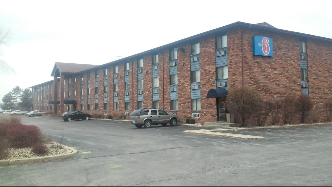 Ultimate List of Best Cheap Hostels for Backpackers in Naperville, Illinois, Motel 6 Naperville