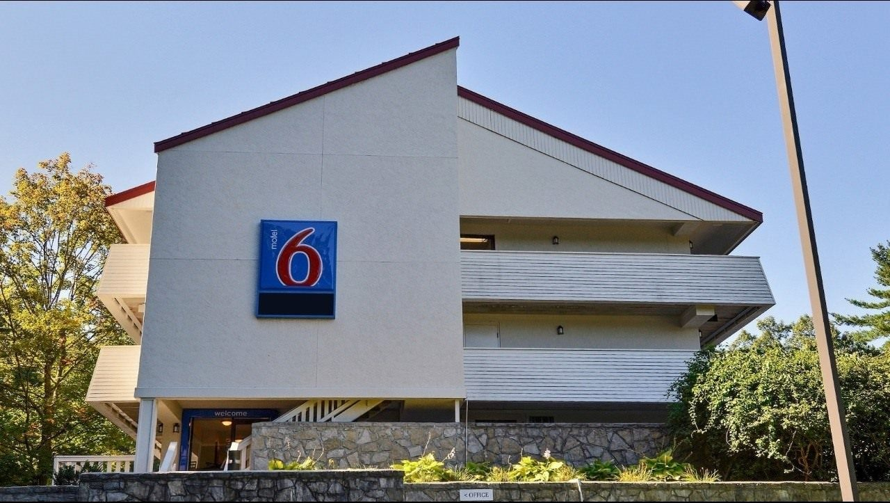 Ultimate List of Best Cheap Hostels for Backpackers in Nashua city, New Hampshire, Motel 6 Nashua South