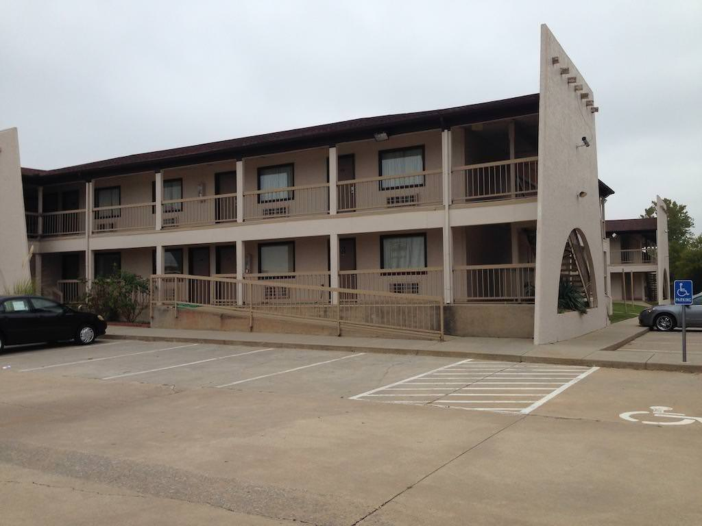Ultimate List of Best Cheap Hostels for Backpackers in Oklahoma City, Oklahoma, Budget Inn of OKC