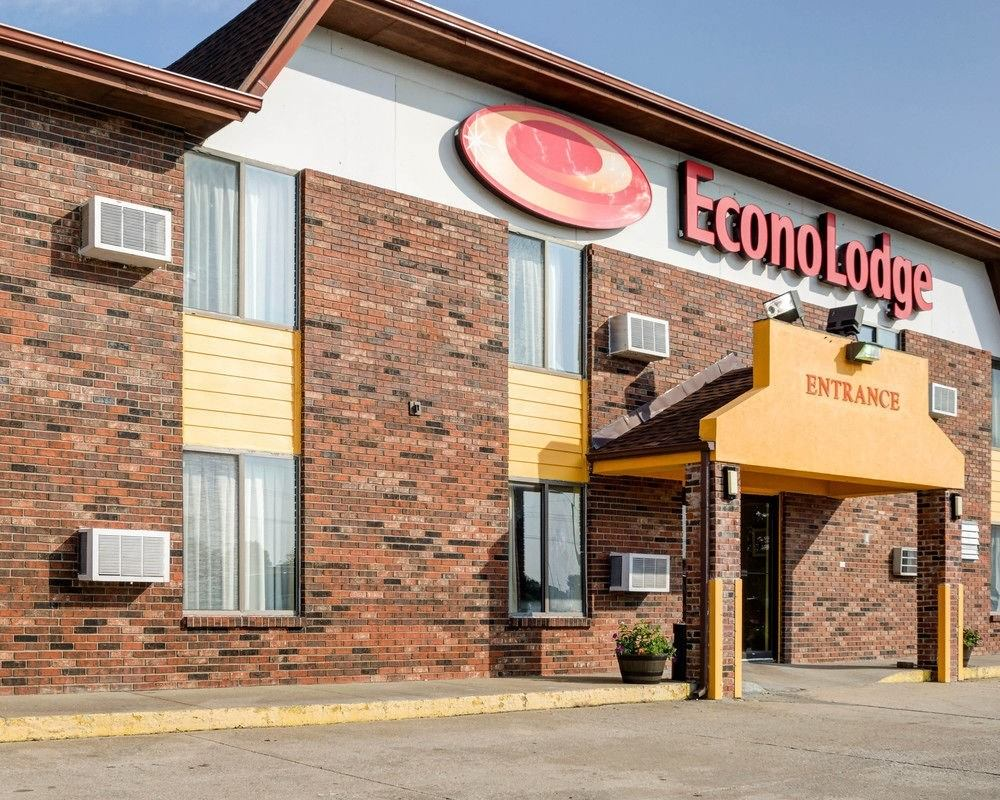 Ultimate List of Best Cheap Hostels for Backpackers in Olathe, Kansas, Econo Lodge South