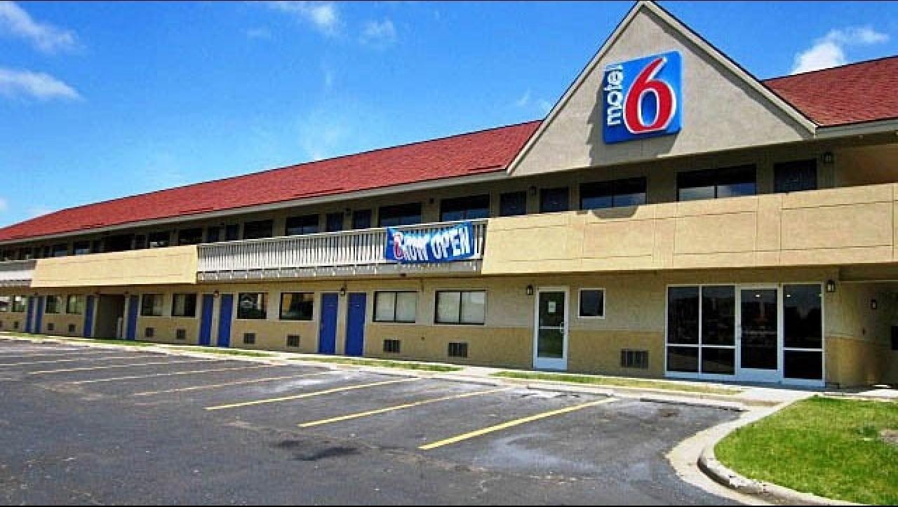 Ultimate List of Best Cheap Hostels for Backpackers in Overland Park, Kansas, Motel 6 Overland Park