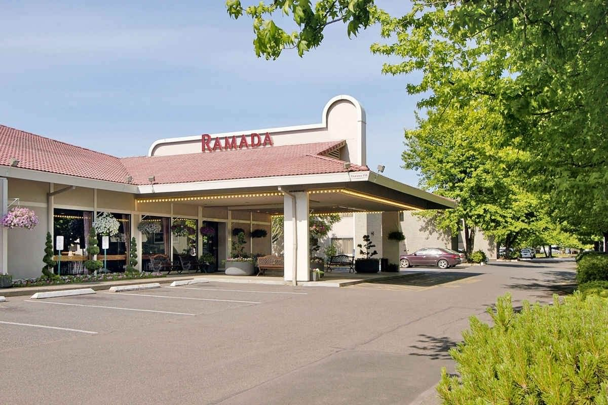 Ultimate List of Best Cheap Hostels for Backpackers in Portland, Oregon, Ramada Portland Airport