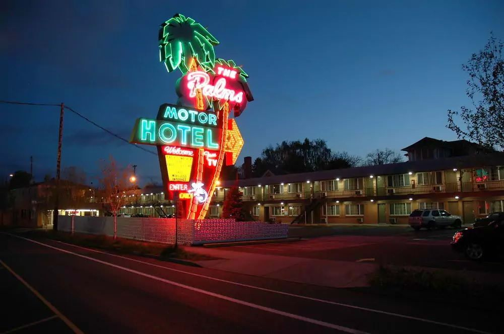 Ultimate List of Best Cheap Hostels for Backpackers in Portland, Oregon, The Palms Motel