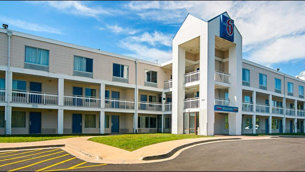 Ultimate List of Best Cheap Hostels for Backpackers in Rockford, Illinois, Motel 6 Rockford