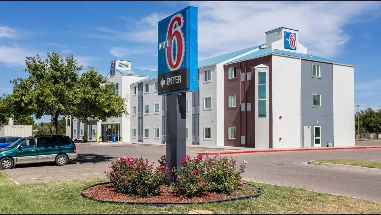 Ultimate List of Best Cheap Hostels for Backpackers in Roswell, New Mexico, Motel 6 Roswell