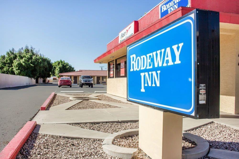 Ultimate List of Best Cheap Hostels for Backpackers in Scottsdale, Arizona, Rodeway Inn Old Town Scottsdale