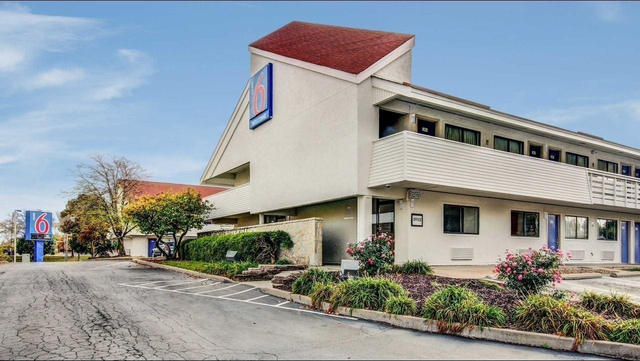 Ultimate List of Best Cheap Hostels for Backpackers in St. Louis City, Missouri, Motel 6 St. Louis - Bridgeton