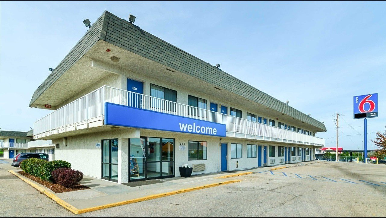 Ultimate List of Best Cheap Hostels for Backpackers in Topeka, Kansas, Motel 6 Topeka Northwest