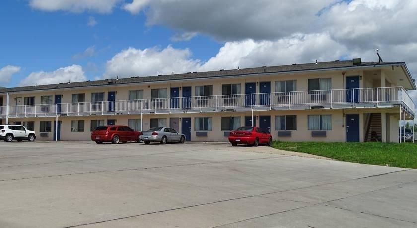 Ultimate List of Best Cheap Hostels for Backpackers in Topeka, Kansas, Travelers Inn Topeka