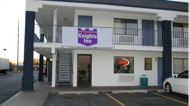 Ultimate List of Best Cheap Hostels for Backpackers in Tulsa, Oklahoma, Knights Inn Tulsa