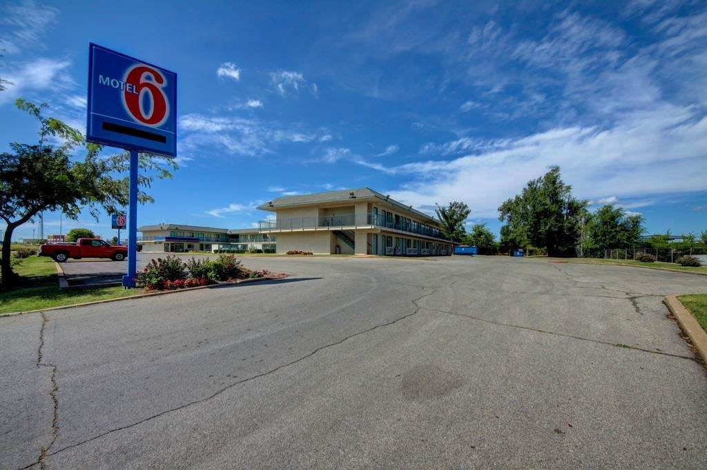 Ultimate List of Best Cheap Hostels for Backpackers in Tulsa, Oklahoma, Motel 6 Tulsa West