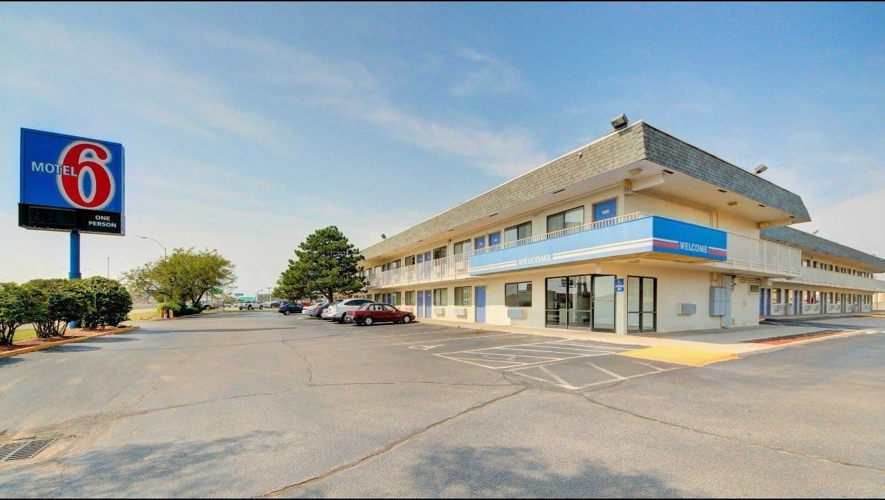 Kansas usa list of the best budget hotels and backpackers hostels for American exteriors kc