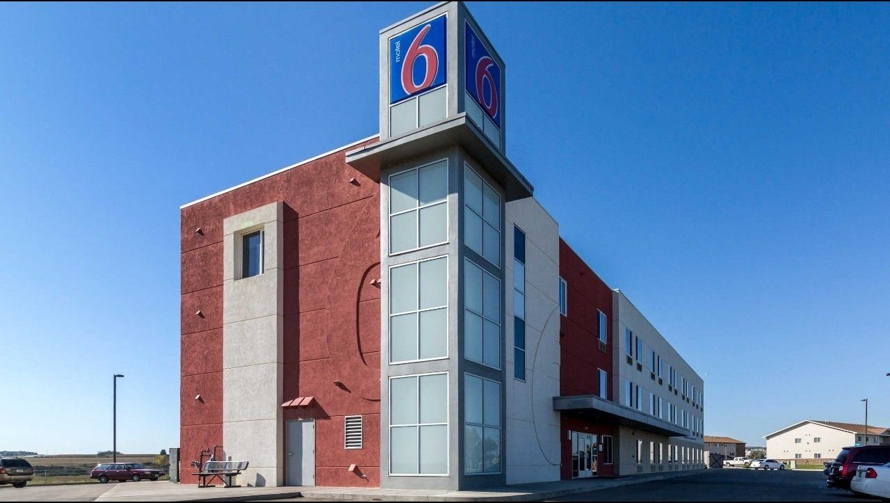 Ultimate List of Best Cheap Hostels for Backpackers in Williston City, North Dakota, Motel 6 Williston