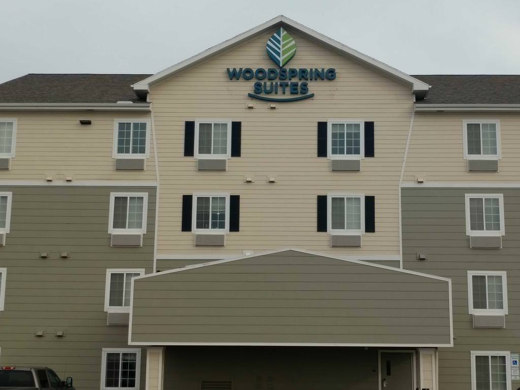 Ultimate List of Best Cheap Hostels for Backpackers in Williston City, North Dakota, WoodSpring Suites Williston