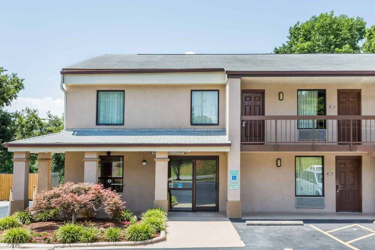 Ultimate List of Best Cheap Hostels for Backpackers in Winston-Salem City, North Carolina, Days Inn Winston-Salem North