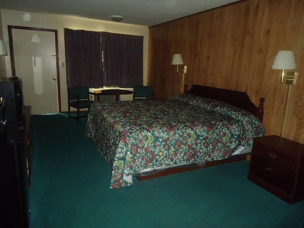 Ultimate List of Best Cheap Hostels for Backpackers in Winston-Salem City, North Carolina, Green Valley Motel Winston Salem
