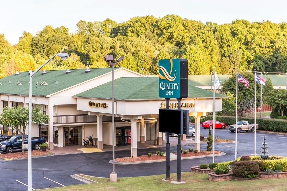 Ultimate List of Best Cheap Hostels for Backpackers in Winston-Salem City, North Carolina, Quality Inn University