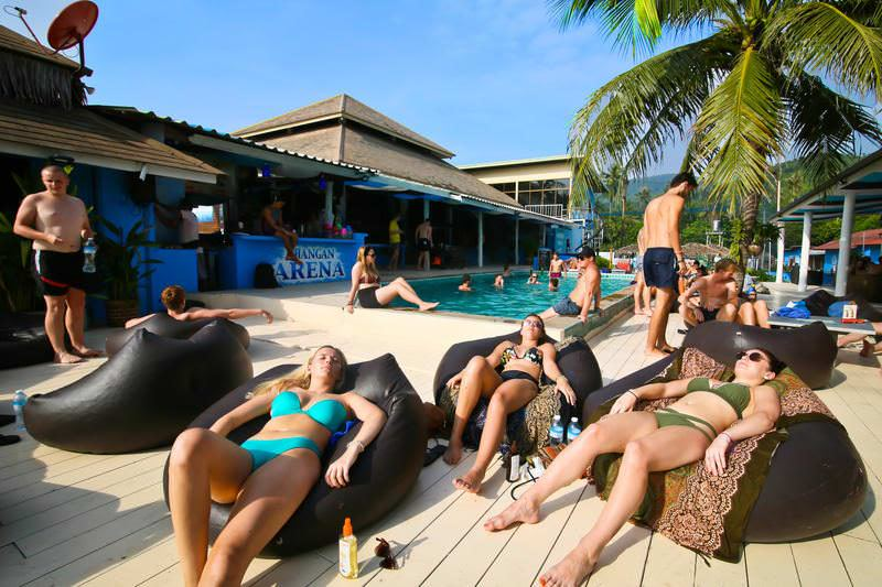 Best Backpacker Hostels for the Full Moon Party in Thailand - Koh Pah Ngan and Koh Tao