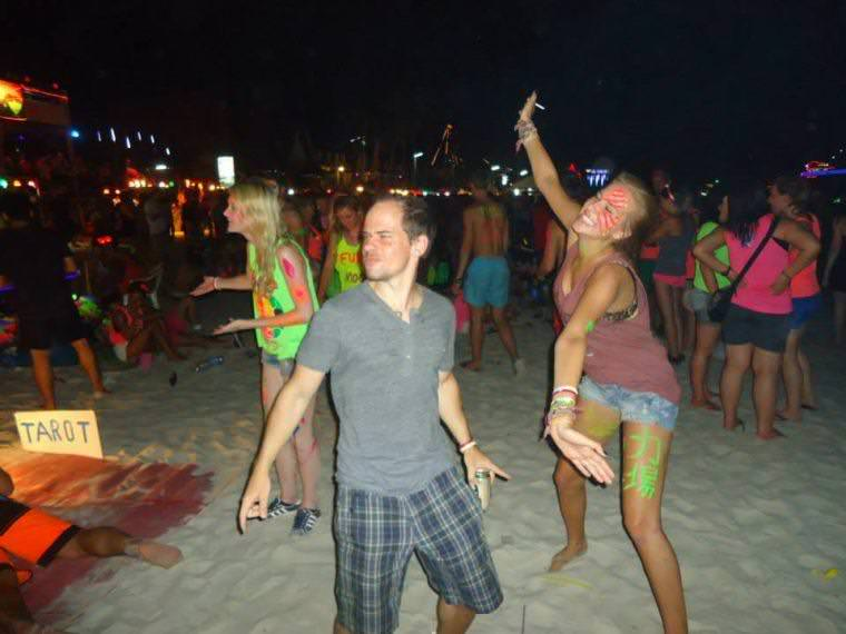 Best Backpacker Hostels for the Full Moon Party in Thailand - Koh Phangan and Koh Tao