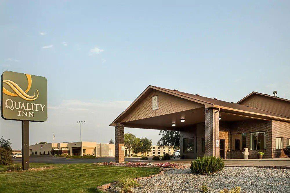 Ultimate List of Best Cheap Hostels for Backpackers in Aberdeen, South Dakota, Quality Inn Aberdeen