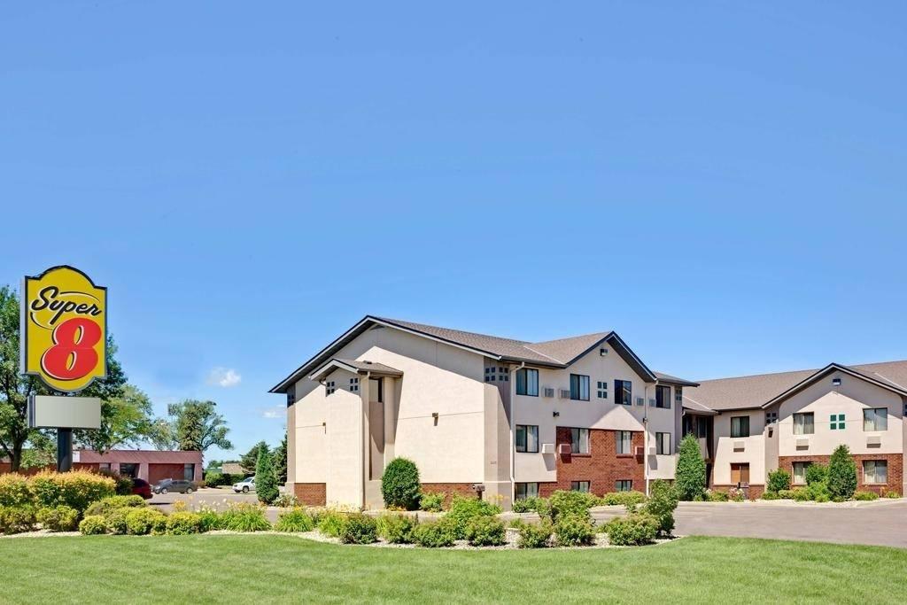 Ultimate List of Best Cheap Hostels for Backpackers in Aberdeen, South Dakota, Super 8 East Aberdeen
